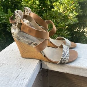 Kenneth Cole Wedges💛